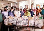 হাসপাতাল থেকে সুস্থ হয়ে বাড়ি ফেরাদের খাদ্যসামগ্রী দিচ্ছেন শেবাচিমের চিকিৎসকরা
