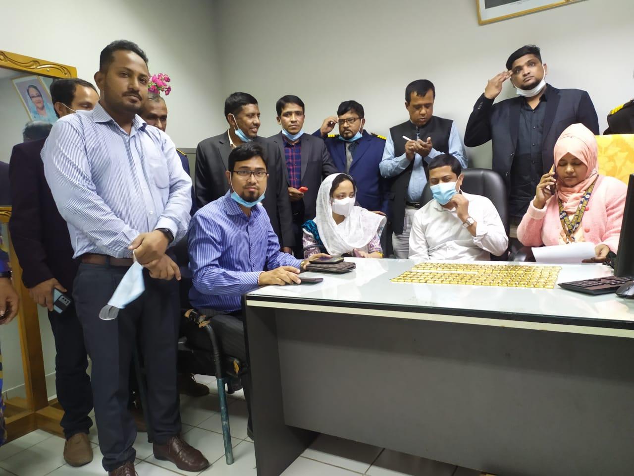 বাংলাদেশ বিমান থেকে ১৫০টি স্বর্ণের বার উদ্ধার