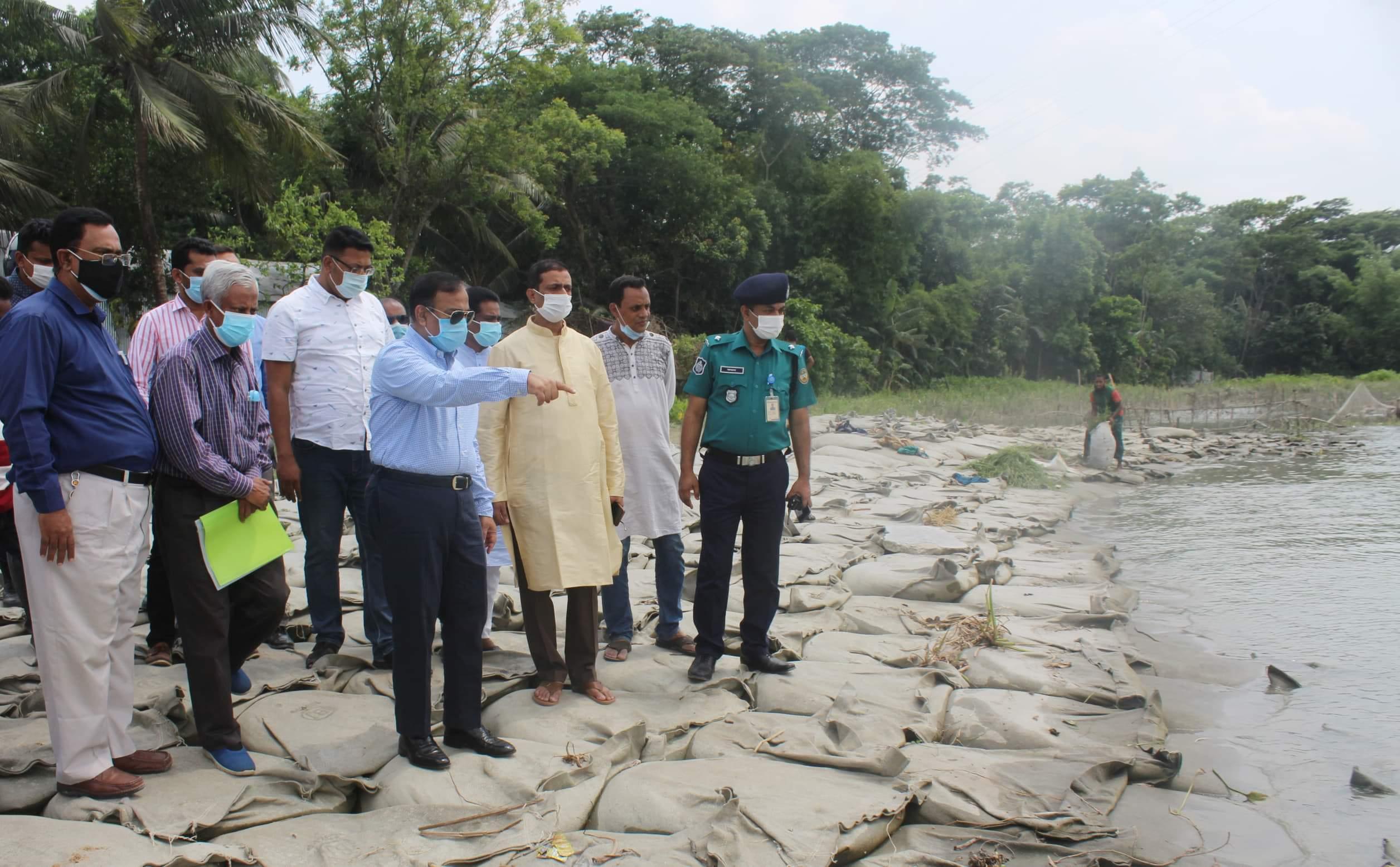 সুগন্ধা নদীর ভাঙ্গন প্রতিরোধে চলমান প্রকল্প পরিদর্শন করলেন পানিসম্পদ প্রতিমন্ত্রী